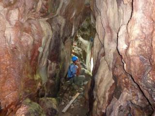 В этом походе мы будем охотиться за новым опытом с помощью звука, слушать природу и звучать, учиться играть на флейтах и других музыкальных инструментах, делать разные неожиданные упражнения - в пещере, в каньоне и в лесу. А также будет активная часть – спуск по веревкам и пещеро-лазание(для желающих), радиальные выходы, разведка новых интересных мест.